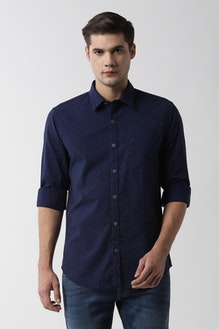 navy blue shirt with what color pants